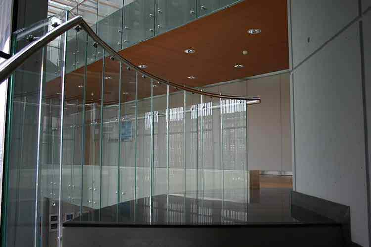 glas stål gelænder